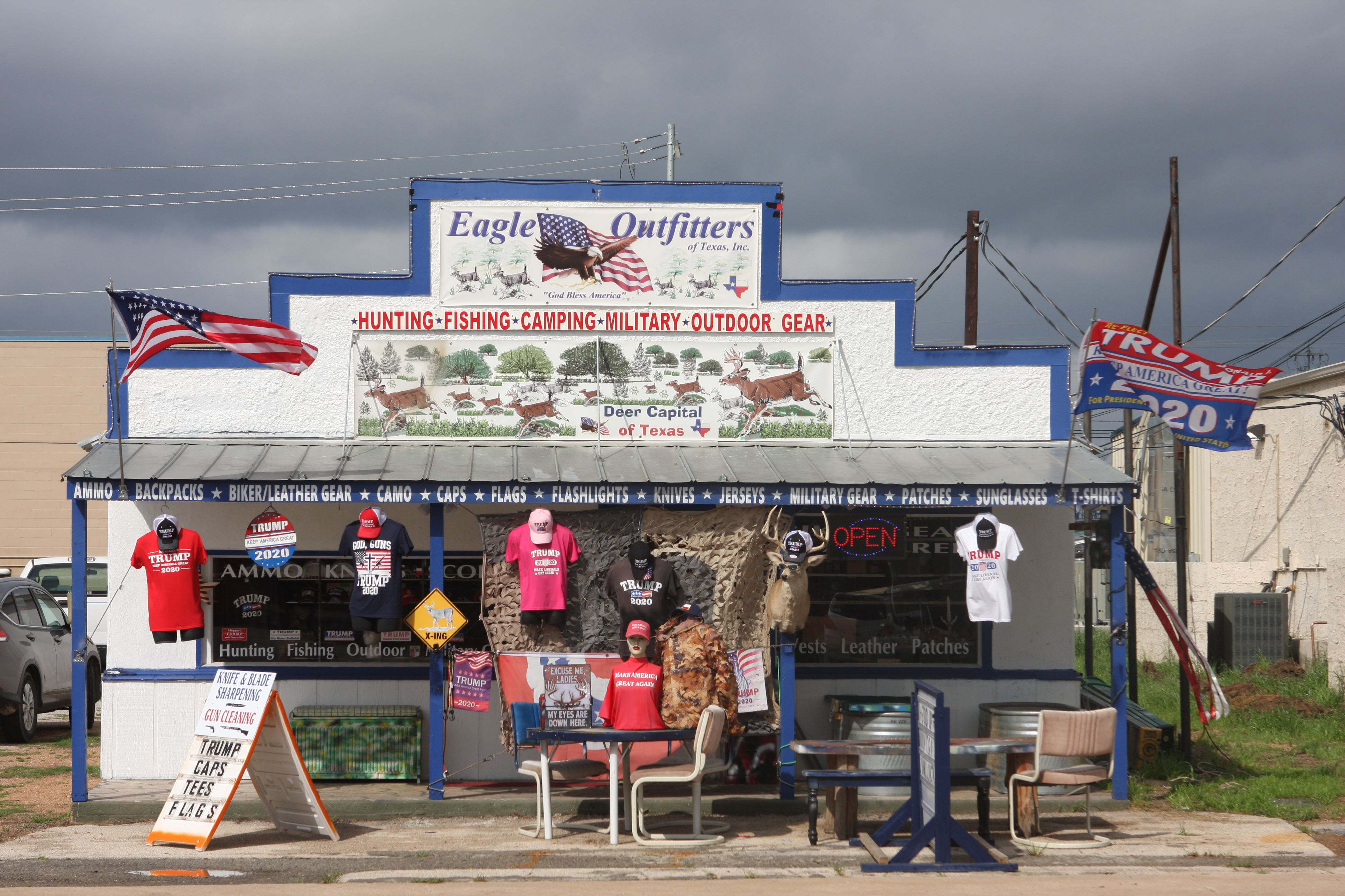 Outdoor store – with a particular political hue – in the town of Llano