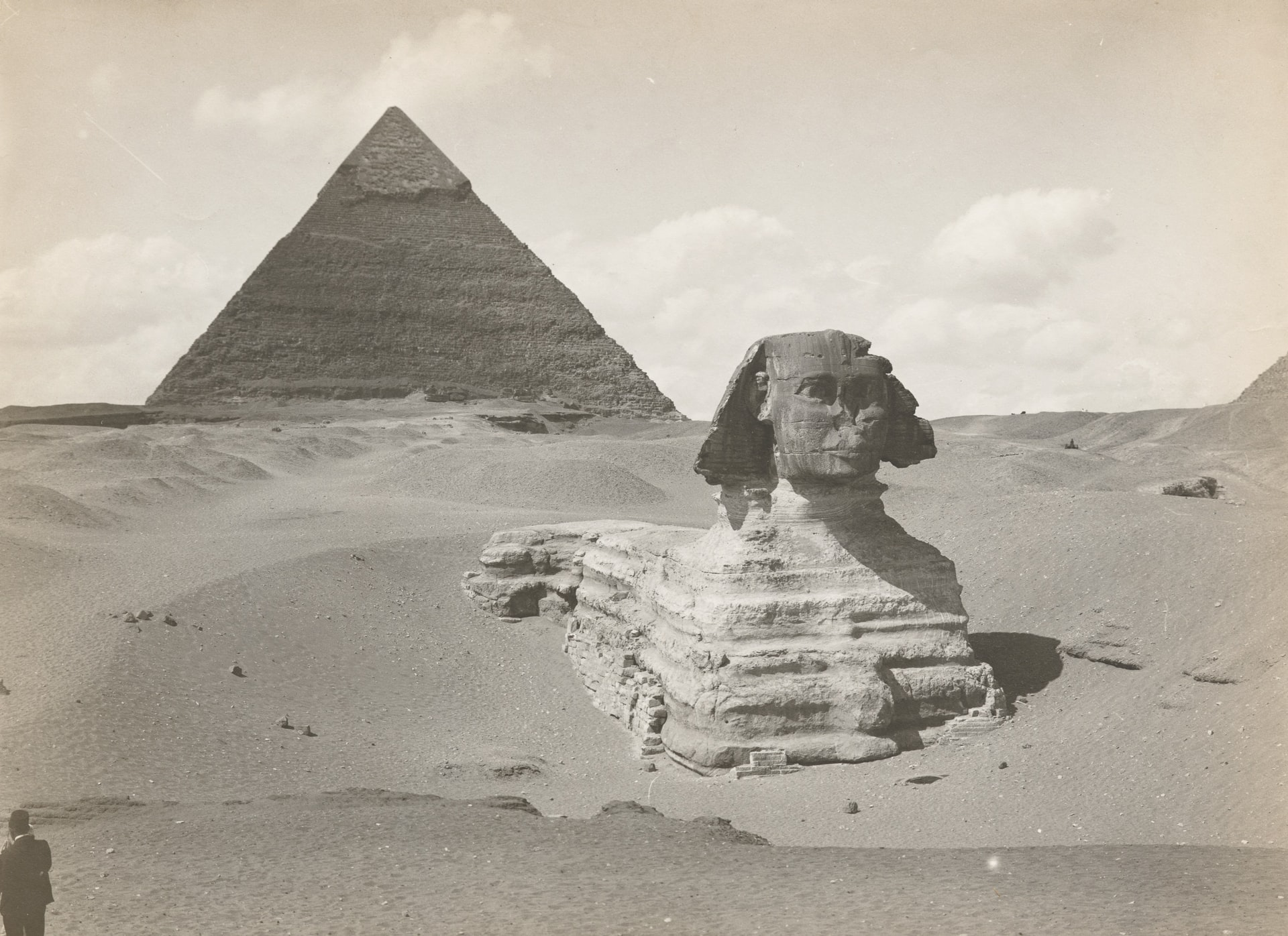 The Sphinx and pyramid Chefren